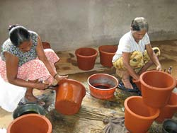 Clay water filter red cross img 7.jpg