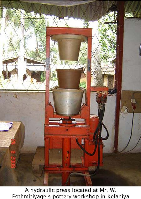 Clay water filter red cross img 5.jpg