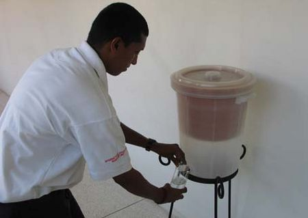 Clay water filter red cross img 2.jpg